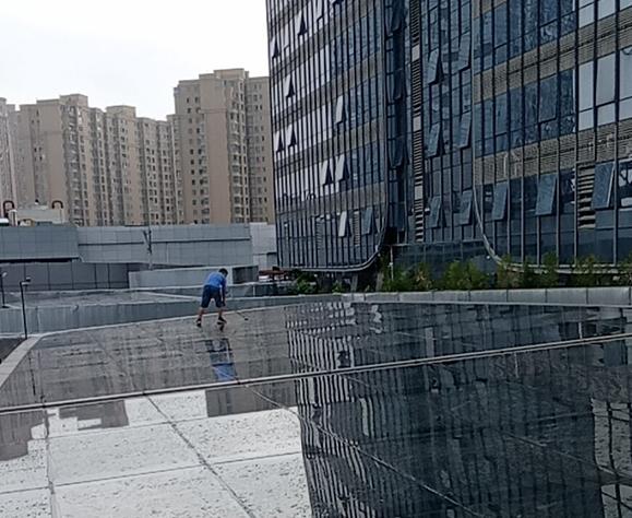南充金融广场采光顶隔热膜工程